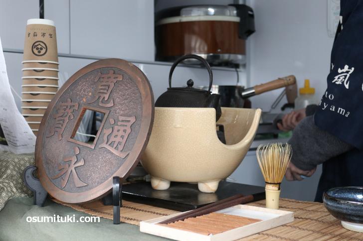 抹茶ラテは茶器で点てた宇治抹茶を使っています