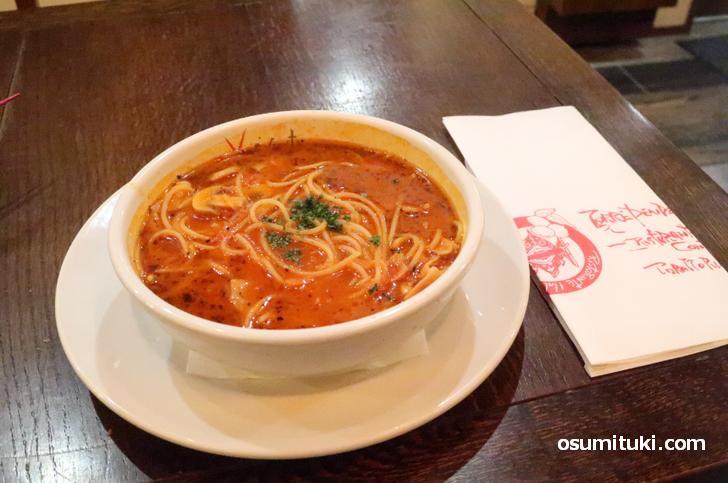 ピリ辛のスープスパゲティが「真夜中のスパゲティ」です