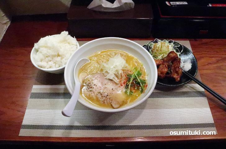 京都のラーメン専門店では唐揚げセットが当たり前