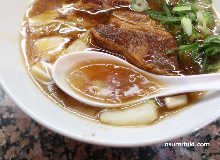 スープは本格中華料理店っぽい味わい