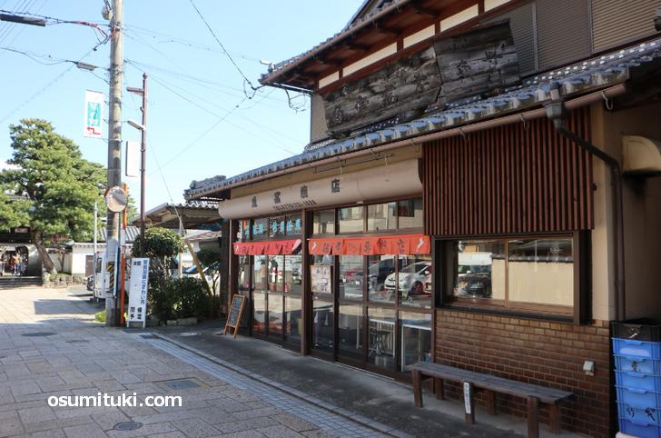 佃煮店「魚富商店」さんでも氷魚(ひうお)の佃煮は取り扱いがあります
