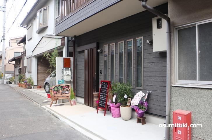 お店の場所は四条大宮駅の北西、壬生川通の一筋東側の道沿い