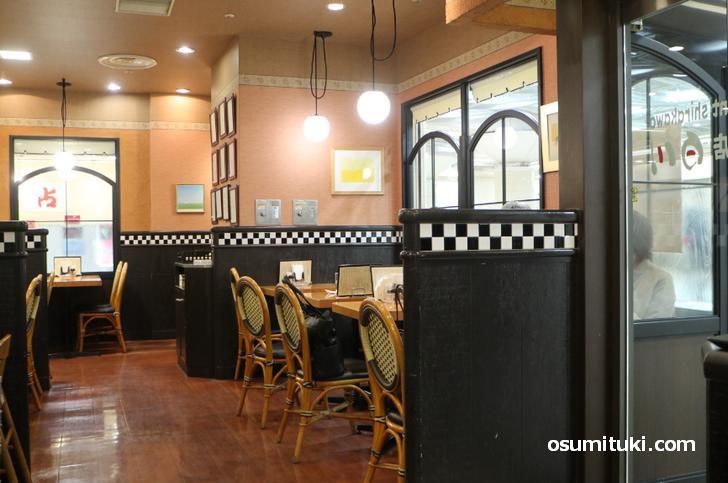 カレー料理の店 白川、昭和のカレー屋さんという雰囲気(ゼスト御池店)