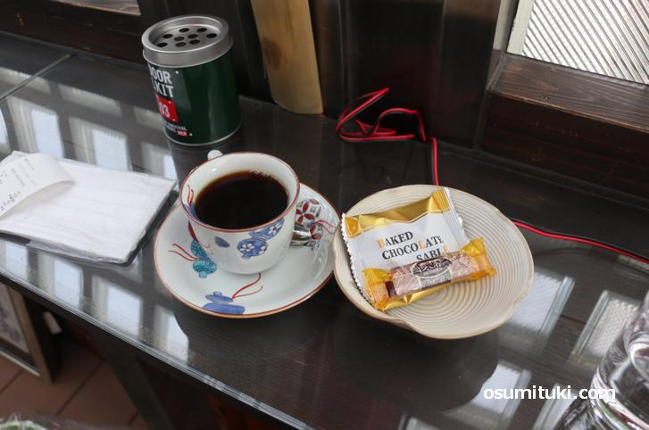 コーヒーは400円、おまけが嬉しい!