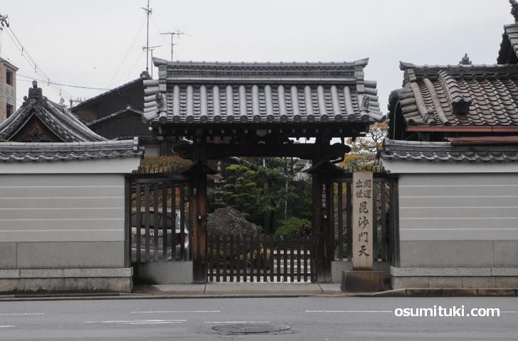 伊藤若沖の天井画がある信行寺