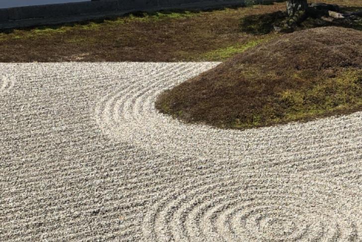 東福寺の枯山水が紹介されます
