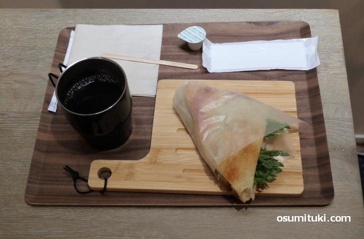 フラットブレッドで食べるハムのサンドイッチセット(600円)