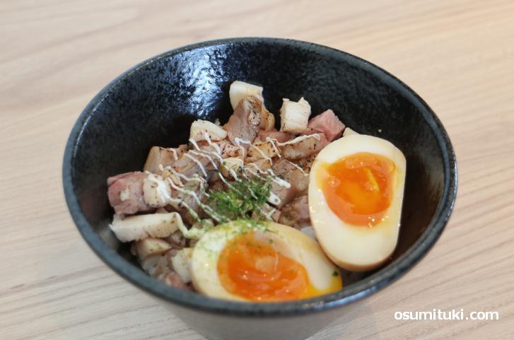 W炙りレアチャーシュー丼(300円、セットなら200円)