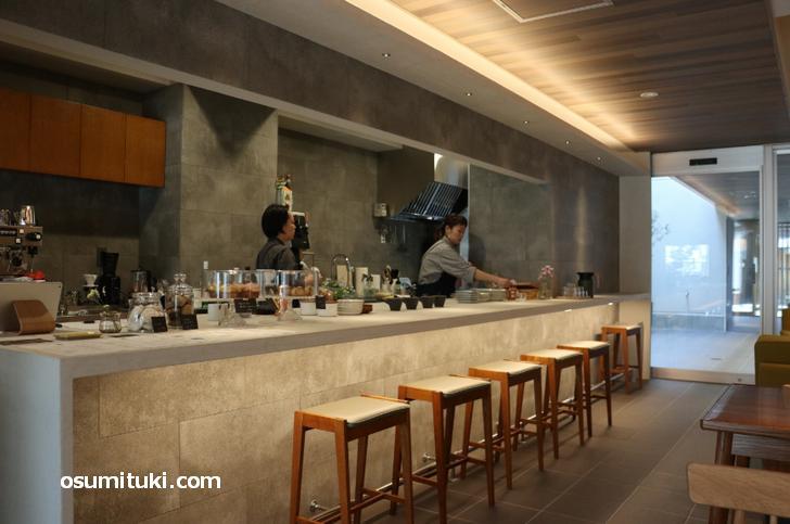 ゲストハウスのエントランスにあるカフェ