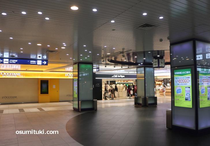 地下鉄の京都駅、人はとても少ないです