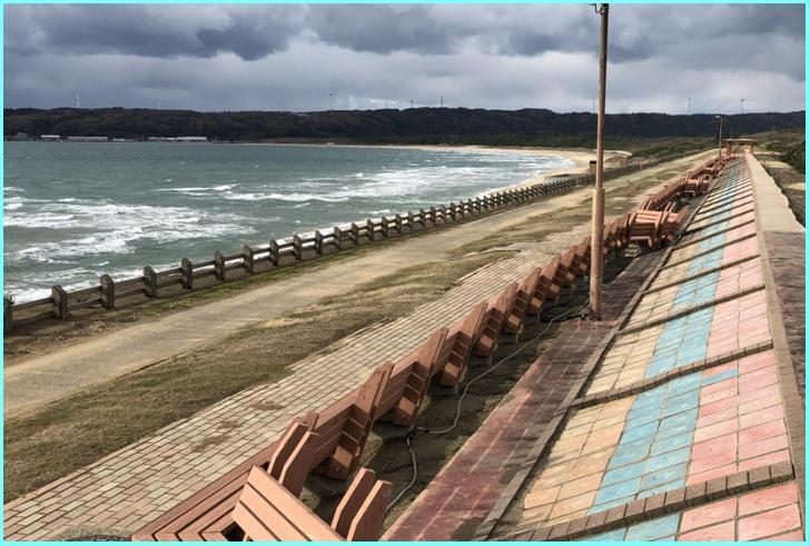 世界一長いベンチがある増穂浦海岸(ますほがうらかいがん)