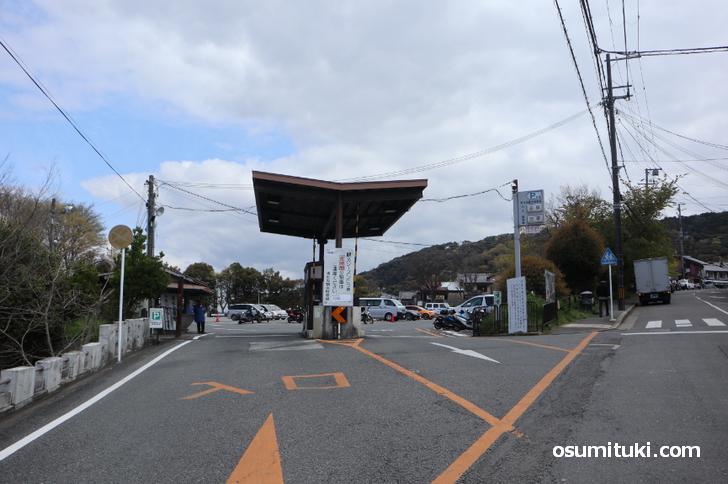 京都市清水坂観光駐車場に観光バスは連日ゼロ