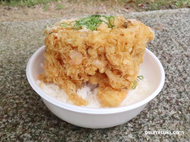 新型コロナウイルス対策で、デカ盛り海鮮かき揚げ丼をテークアウト!