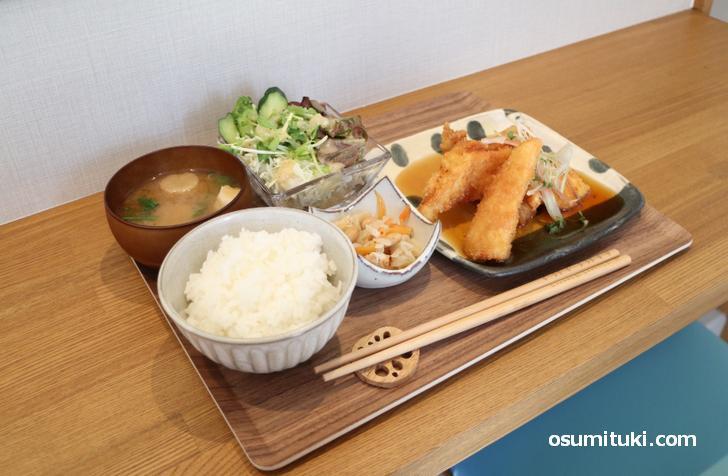 本日の日替わり定食(鶏ささみ&タケノコのフライ)