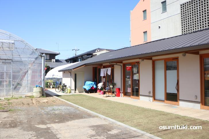 定食にしむら食堂 は御薗橋から西へ200メートルくらいのところにあります
