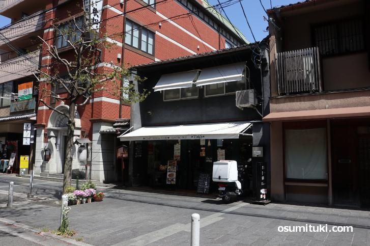 笑顔弁当は木屋町通「TAIGU」で買うことができる