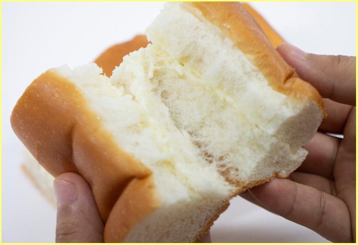中にクリームが入った大きなパンが「牛乳パン」