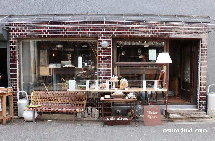 独特なアンティークに囲まれたレストラン「Maker」さん(京都・西院)