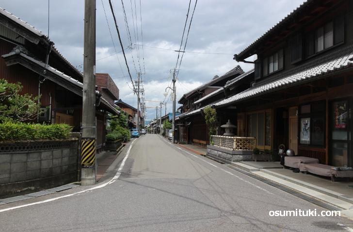 ヘアーサロン イナモリ(稲森理容店)のある平田宿の風景
