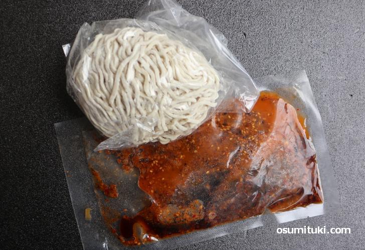 常連限定ラーメン「汁無し担々麺(温・冷)」のオンラインストア商品(内容)