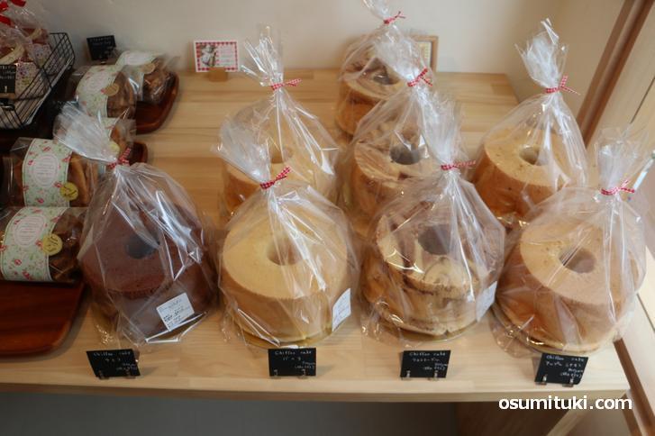 シフォンケーキはホールが900円(安い!)