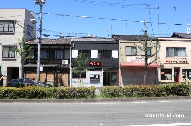 場所は京都・百万遍の交差点から東へ、吉田山の北側