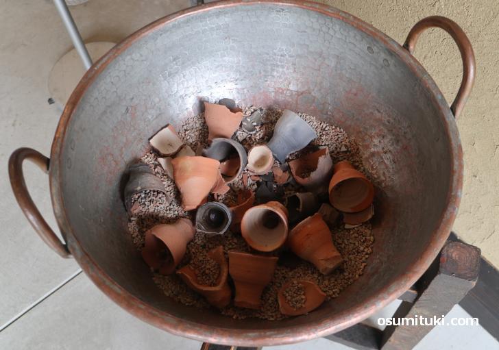 素焼きの鉢はこちらに捨ててしまうか持ち帰り可能です