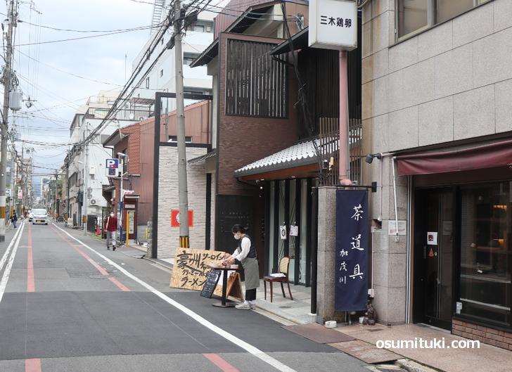 錦小路通りから富小路通を上がってスグのところです
