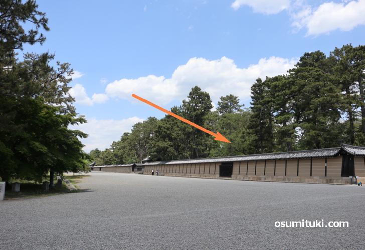 京都新城の遺構は京都御苑内の京都仙洞御所西側の塀内側で発見された