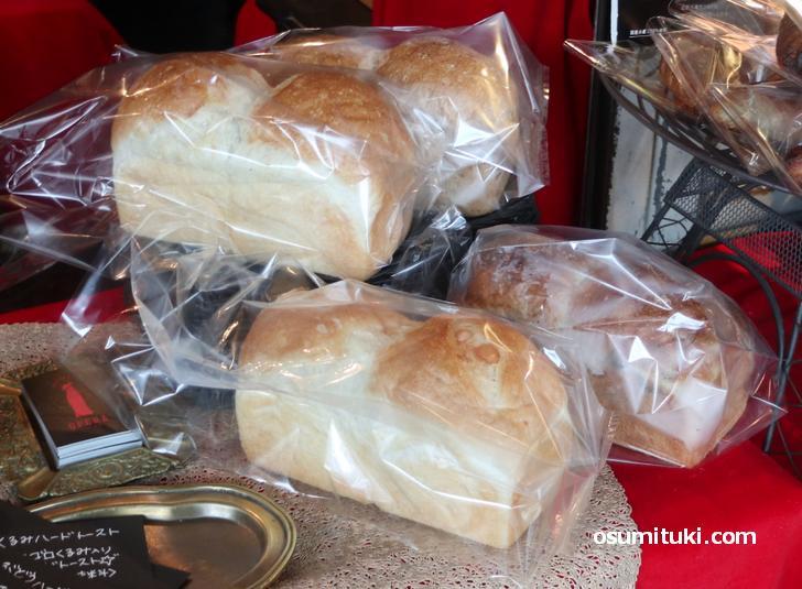 食パンやフランスパンもあります(OPERA京都北野)