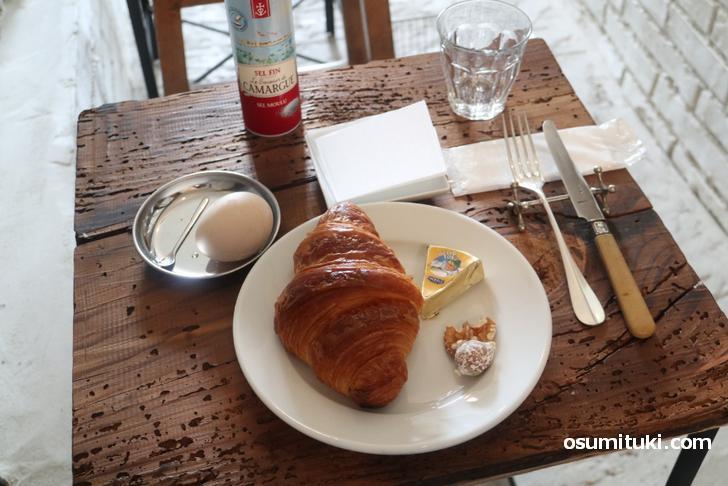 パリのカフェでよくあるスタイルでいただきます