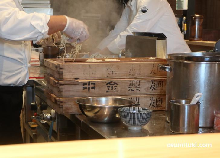 中金製麺の箱が厨房にありました