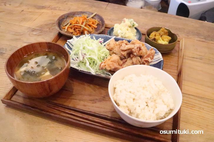 日月定食(1000円)は日替わり