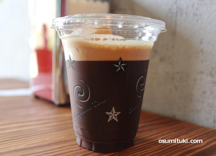 コーヒーはシェイクになっています