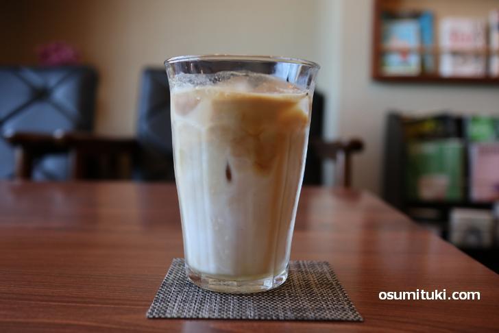 ラテが評判のお店なのでカフェ・ラテを注文