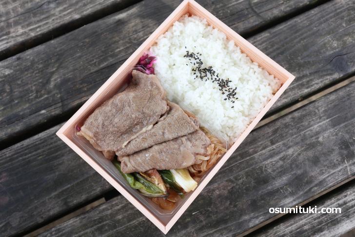 老舗すき焼き店「三嶋亭」の「すき焼き弁当(2160円)」