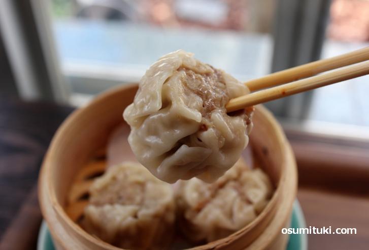 京都ポークを使った甘味のあるシュウマイで、これも旨い