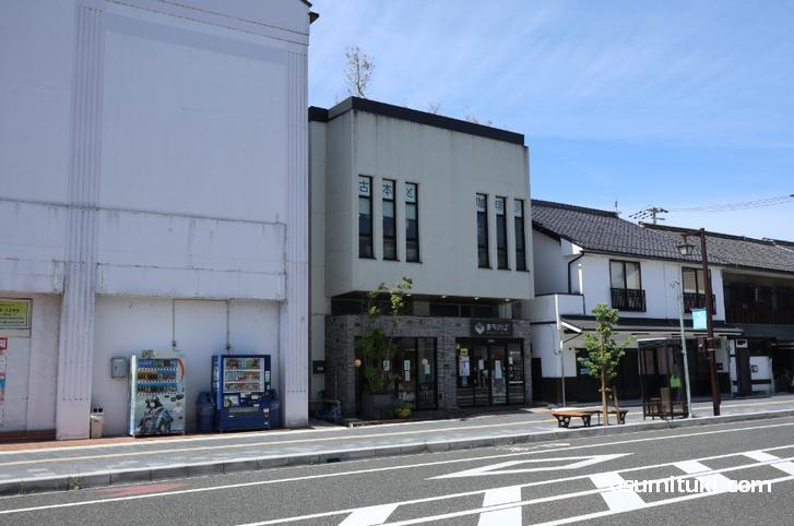 場所は福知山シネマの隣りの建物です