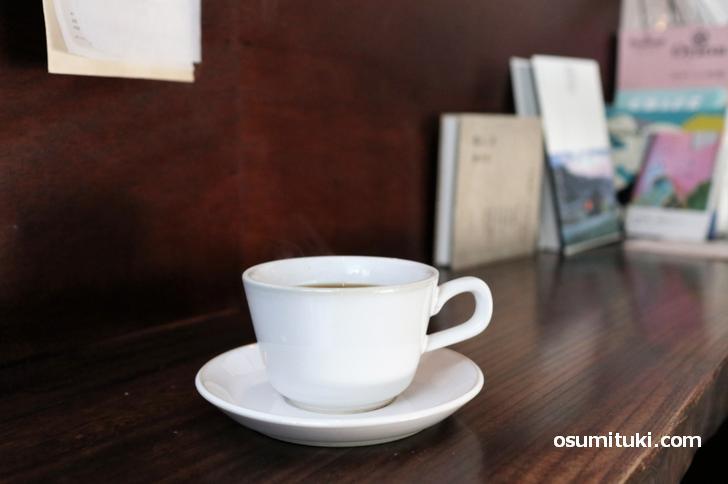 コーヒーは深煎りですが、ミルクがなくても飲みやすい