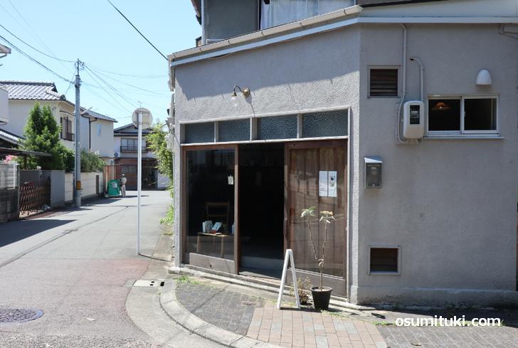 CAFE BOOKS WAKUSEI (カフェと本 惑星)