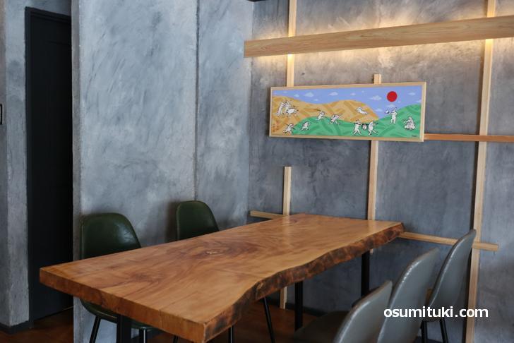 カウンターとテーブル席があります