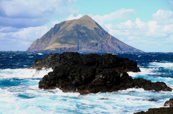 八丈小島は八丈島の西隣りにある小島のことです