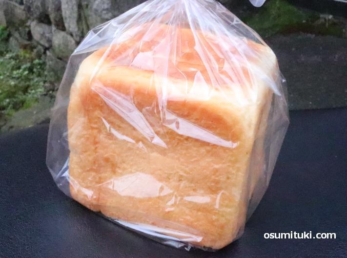 もち麦と玄米のパン(600円)