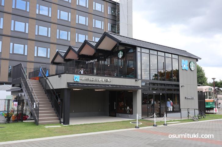 JR「梅小路京都西駅」改札を出たら見えます