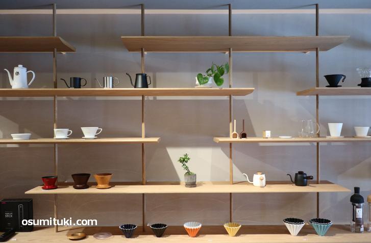 スッキリとしたデザインのオシャレなカフェスタンド