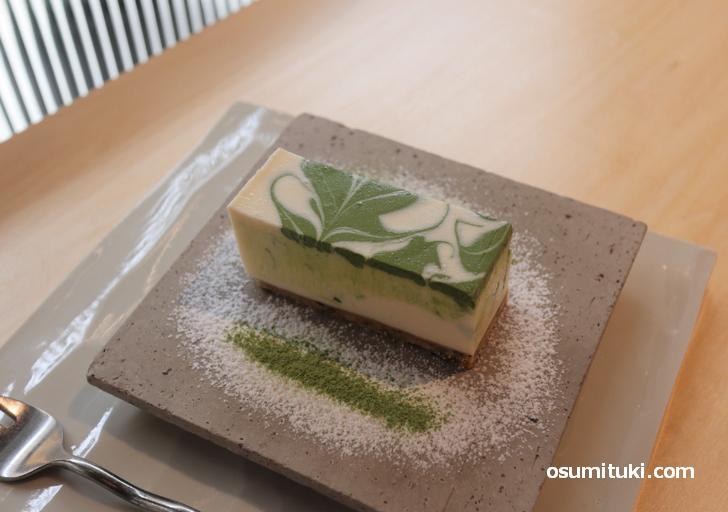 抹茶とゴマの風味が心地よいチーズケーキがお薦め