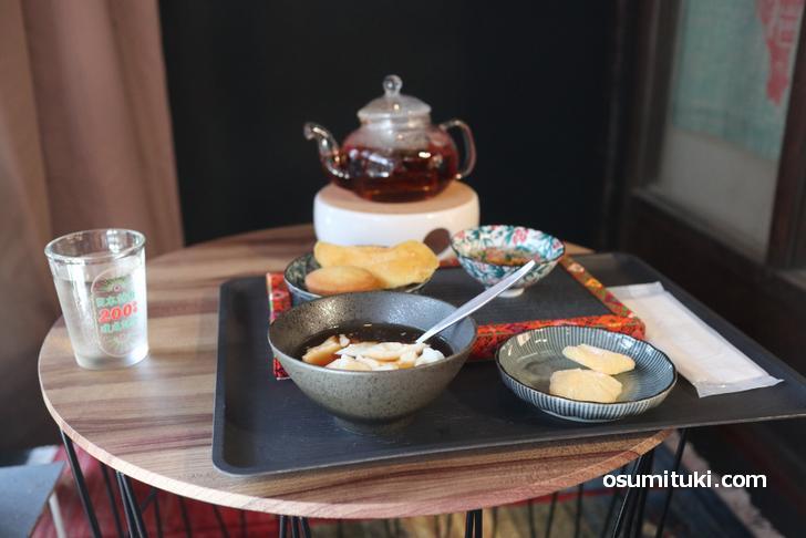 台湾紅茶(ポット)、豆花(トウファ)、パイナップルケーキ、マカロン、マンゴーの干し物