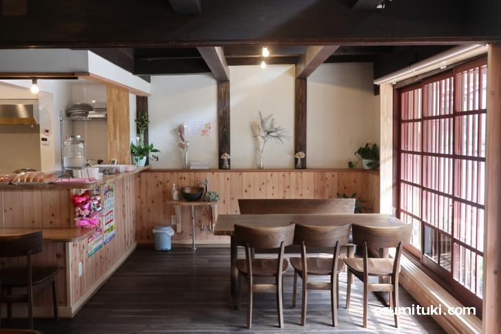 宿場町である「熊川宿」の建物をリノベしたカフェです