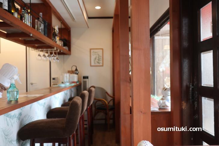 店内はカウンター数席、テークアウトにも対応していてます(Cafe de Vert)