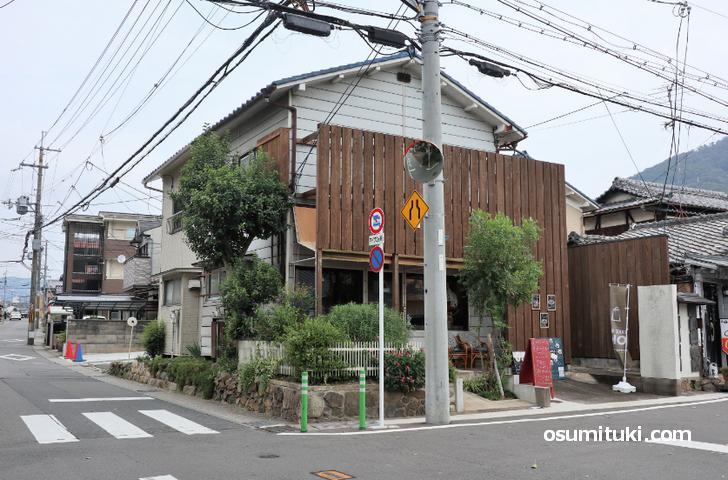 Cafe de Vert(カフェ・ド・ヴェール)は山科区の奈良街道沿いです